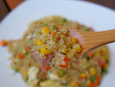 Stir-Fried Quinoa with Egg and Ham
